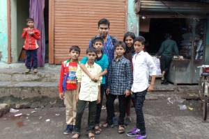 Support families hit by lockdown due to COVID-19 in Malwani
