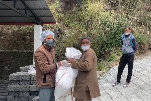 Providing relief to daily wagers in villages of Dehradunn and Tehri Garhwal districts
